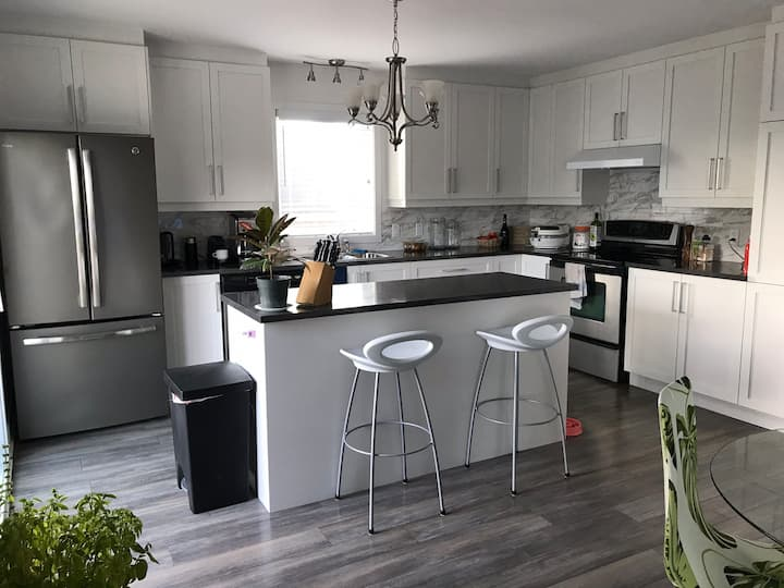 3 Chambres Neuf 10 min centre-ville Montreal