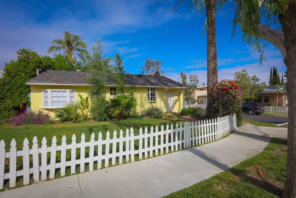 Charming Fairytale Home With Pool Houses For Rent In Los Angeles California United States