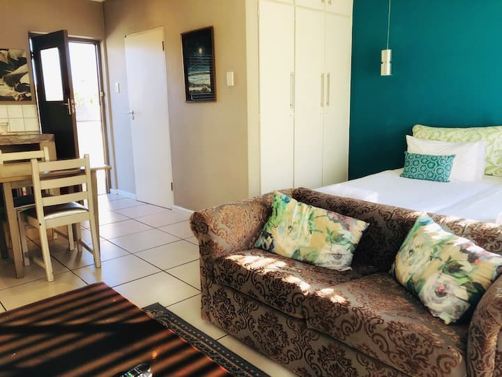 Black Horse Accommodation - Twin Room 305