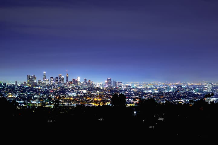 HOLLYWOOD HILLS SKYLINE VIEW STUDIO
