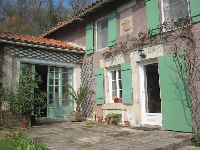 Havre de paix dans la nature - Niort - House