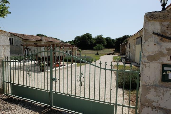 Les Portes Vertes. Luxury rustic gites