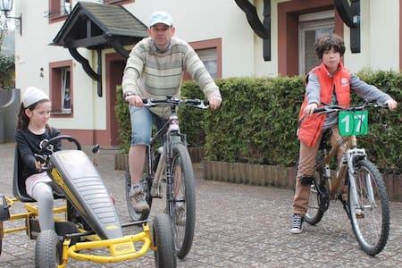 Actieve vakantie in hartje Eifel - Kerpen - 아파트