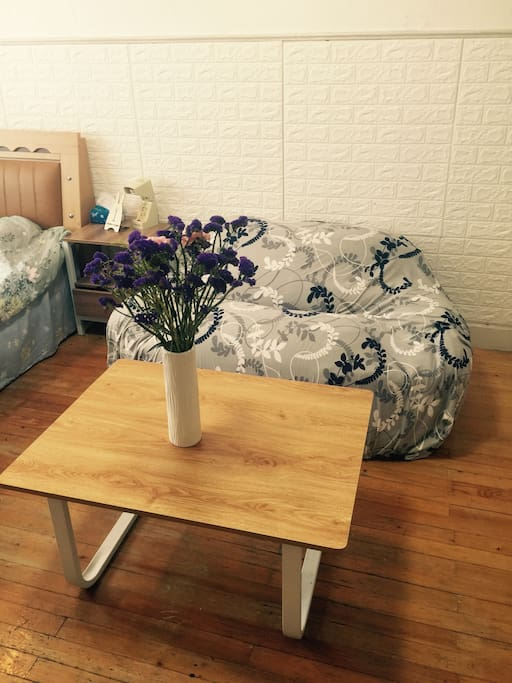 沙发是豆包沙发,超级舒服,坐上去就再也不想起来了