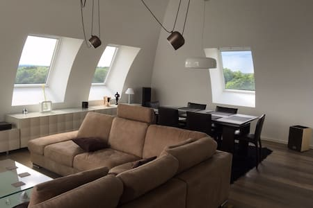 Quiet Kirchberg Penthouse & Private Bathroom - Luxembourg - Loft-asunto