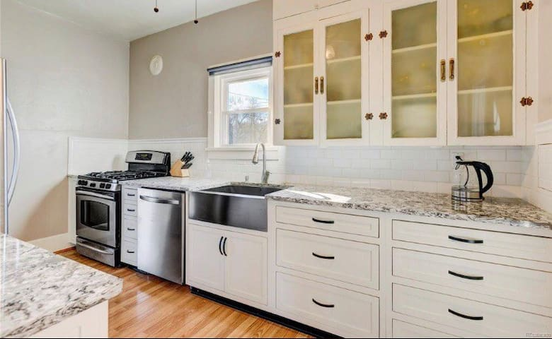 Perfect Renovated Bungalow near trail and brewery