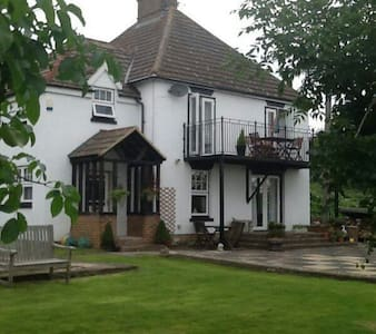 Elm House B&B ( 2 guests booking ) - Oare, Faversham  - Huis