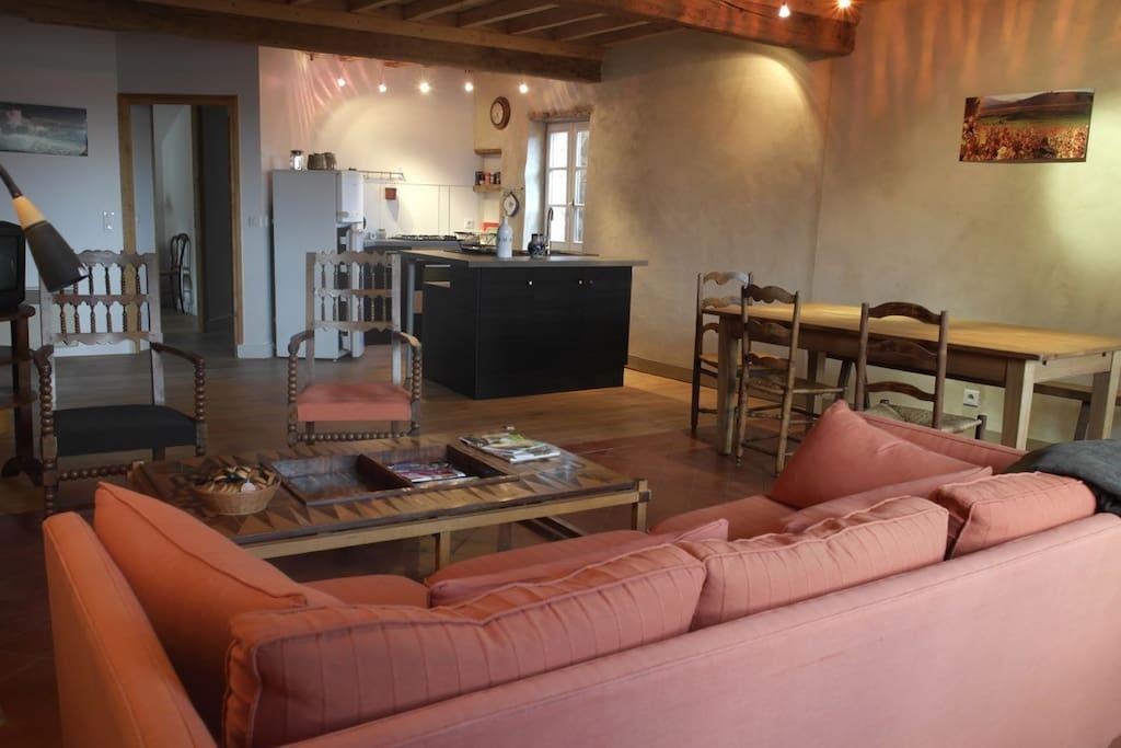 Pièce à vivre de 60 m2 avec cuisine ouverte