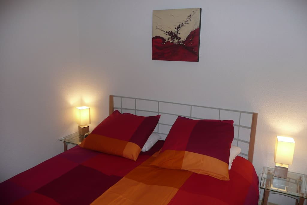 2 chambres avec lit double.