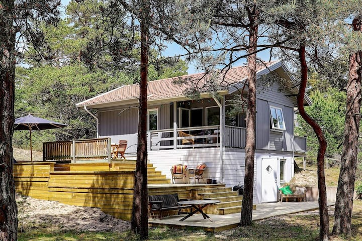 10 person holiday home in YNGSJÖ