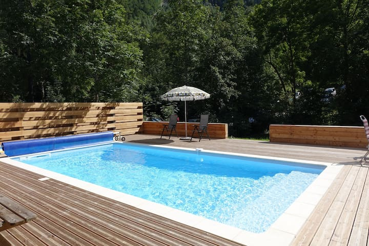 Modern Chalet with Swimming Pool and Sauna in Venosc
