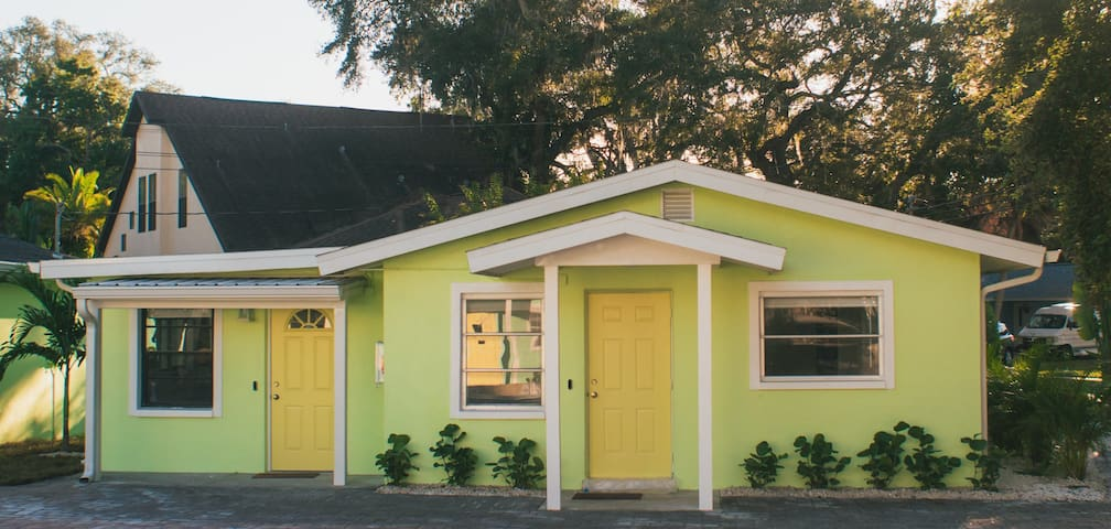 Downtown Safety Harbor Cottage