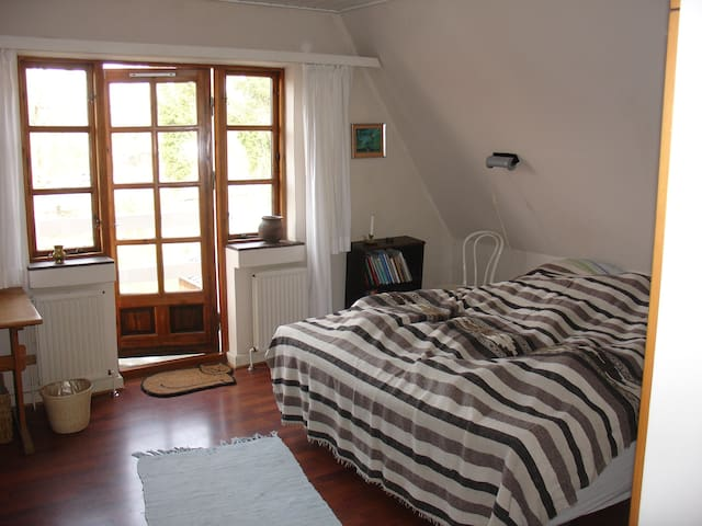 Large two-person room near the train station - Sorø