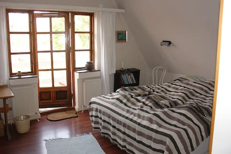 Large two-person room near the train station - Sorø - Casa