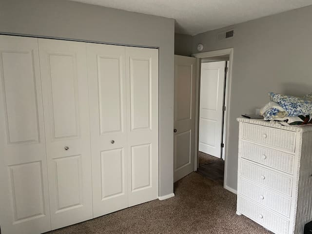 Convenient & Comfy Room In West Knox