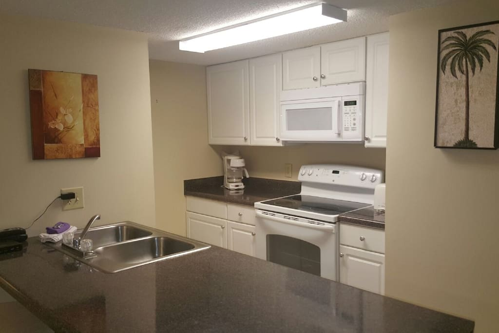 Well-appointed full kitchen!