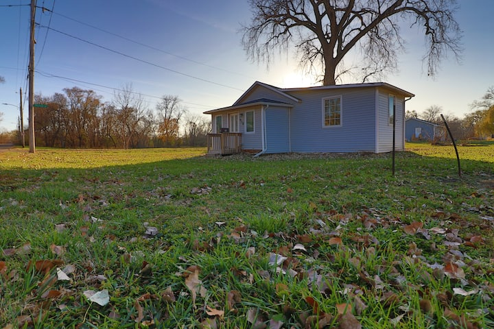 Newly Remodeled House In Quiet Part of Des Moines!