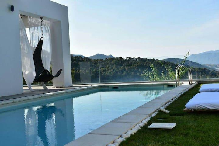Luxurius villa with sea view