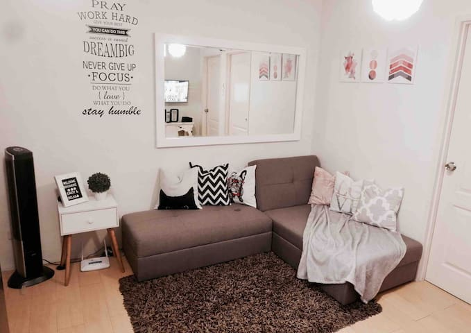 A Chic and Cozy 2Br Unit in Oasis + NETFLIX
