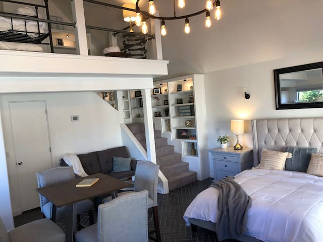 Charming private guest house in prime location