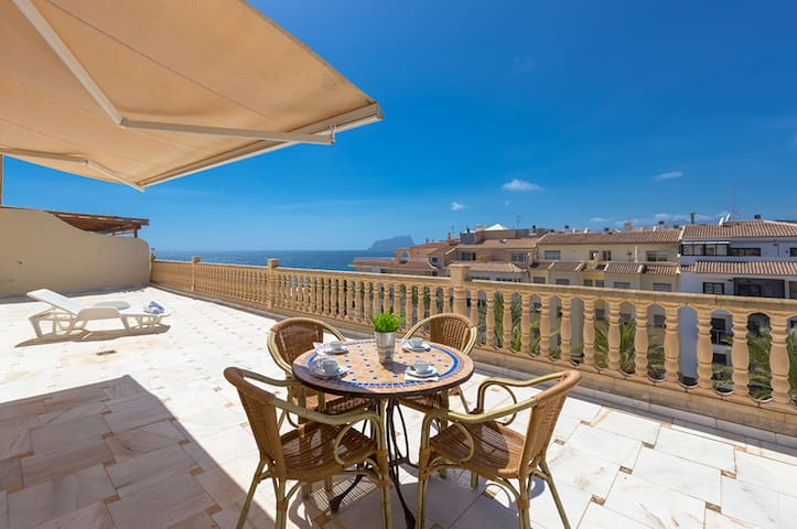 CAP D'OR, penthouse with panoramic views in Moraira,100m from the sea free wifi