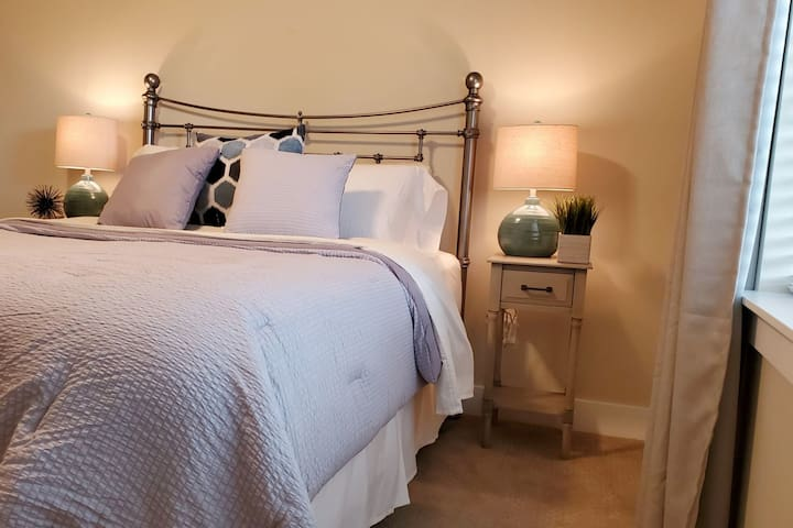 This queen bed will give you a restful night in it's crisp cotton sheets, traditional mattress and boxspring.  A large walk-in closet will hold all your belongings.