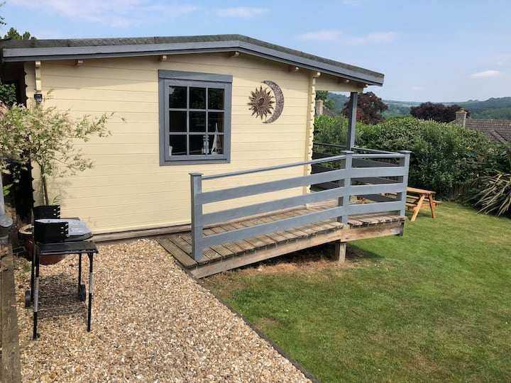 Cosy log cabin, great views with garden.