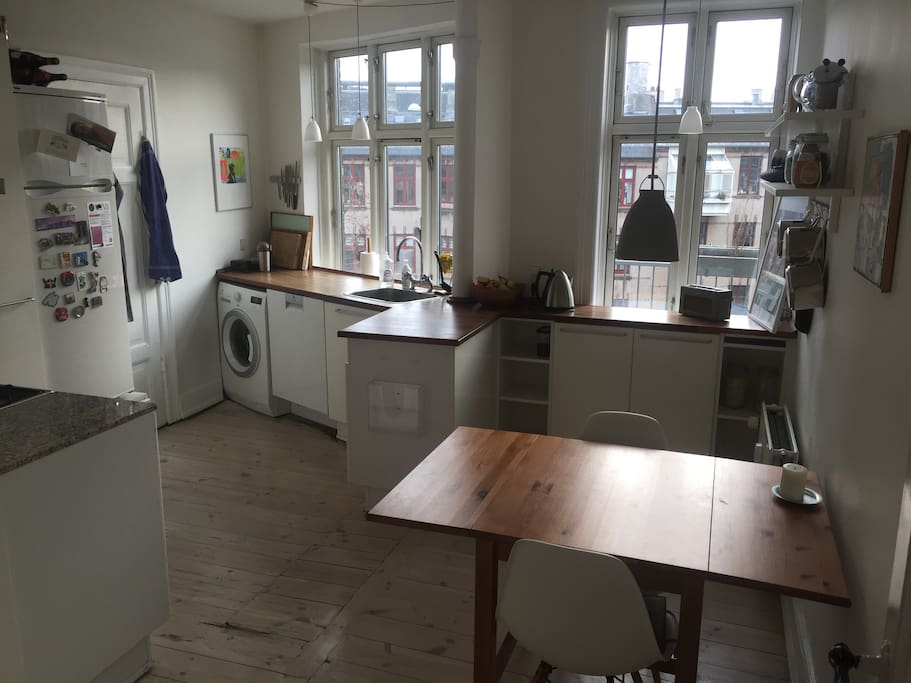 Large, bright kitchen with all you need to cook