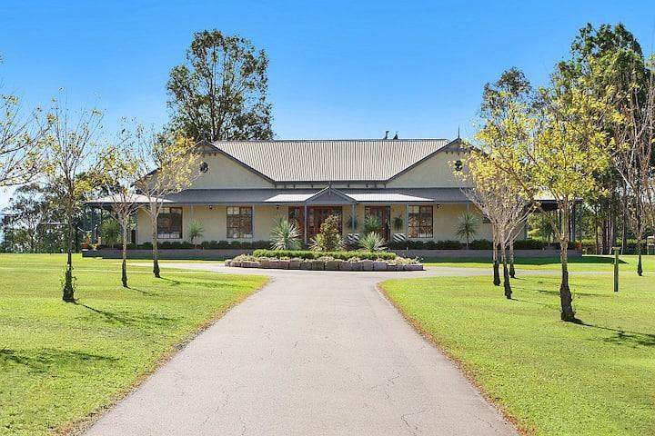 Stonegate Estate -Elegant Homestead