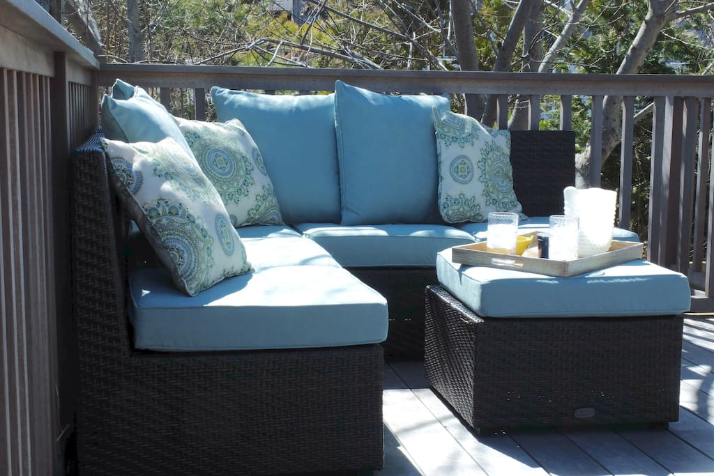 Outdoor lounge area has afternoon shade.  Perfect for an aprés-beach refreshment!