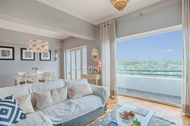 Luminous Apartment with Gorgeous Park Views