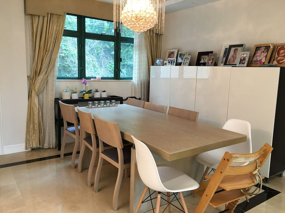 large dining table to accommodate up to 8 people