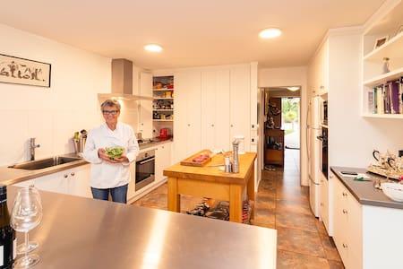 Walton's Home away from Home - Wanaka  - Haus