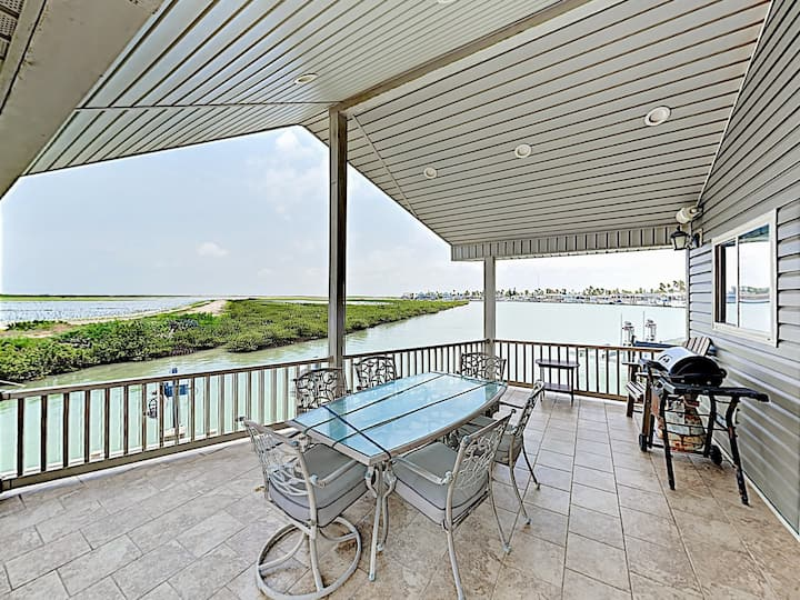 Waterfront Home w/ Deck & 2 Pools - Dock Access