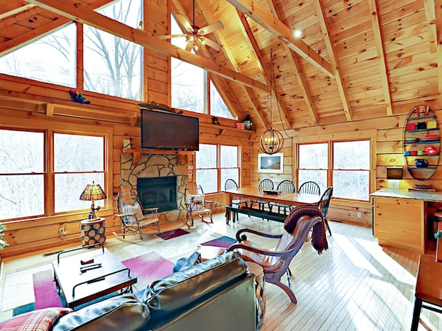 Fun-Packed 3BR Chalet - Hot Tub, Game Room