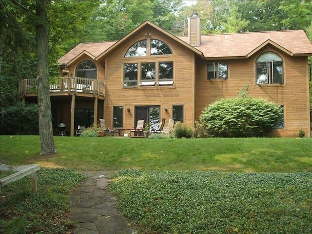 Beautiful Cedar Home on N Lake Leelanau - Leland - Leland - Hus