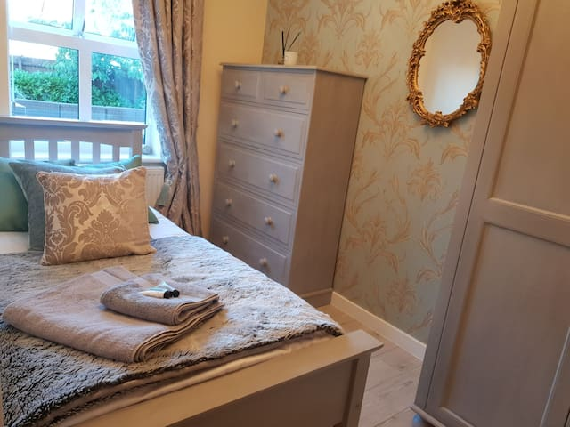 Gorgeous Single Room in Large House, Stamford UK