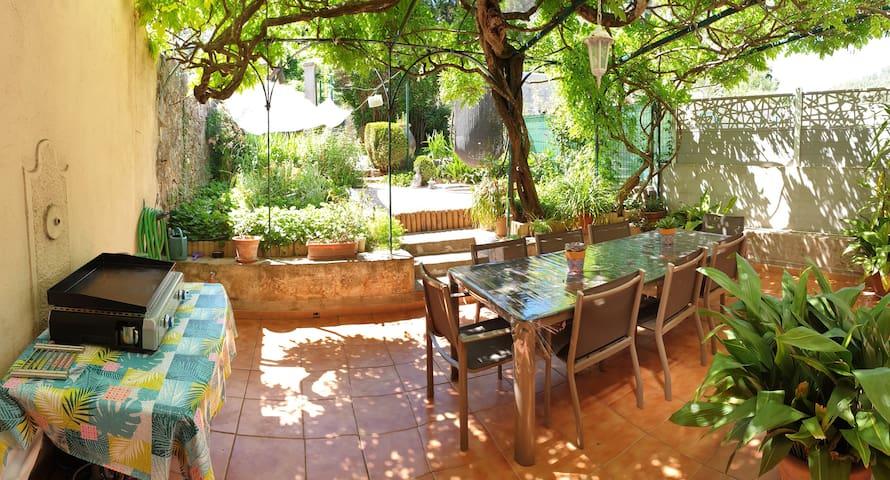 Appart de caractère avec jardin & terrasse