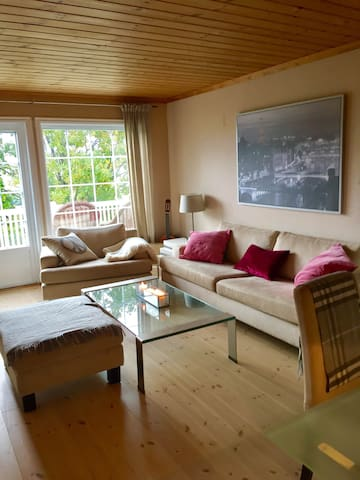 Flott leilighet i enebolig - Lier - Lägenhet