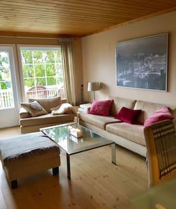 Flott leilighet i enebolig - Lier - Lejlighed