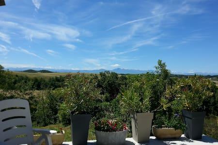 Maison avec vue sur les Pyrénées - Hounoux - 独立屋
