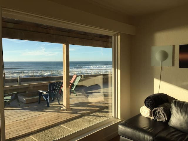 Beach Front Luxury 1 bedroom apartment, unit #2