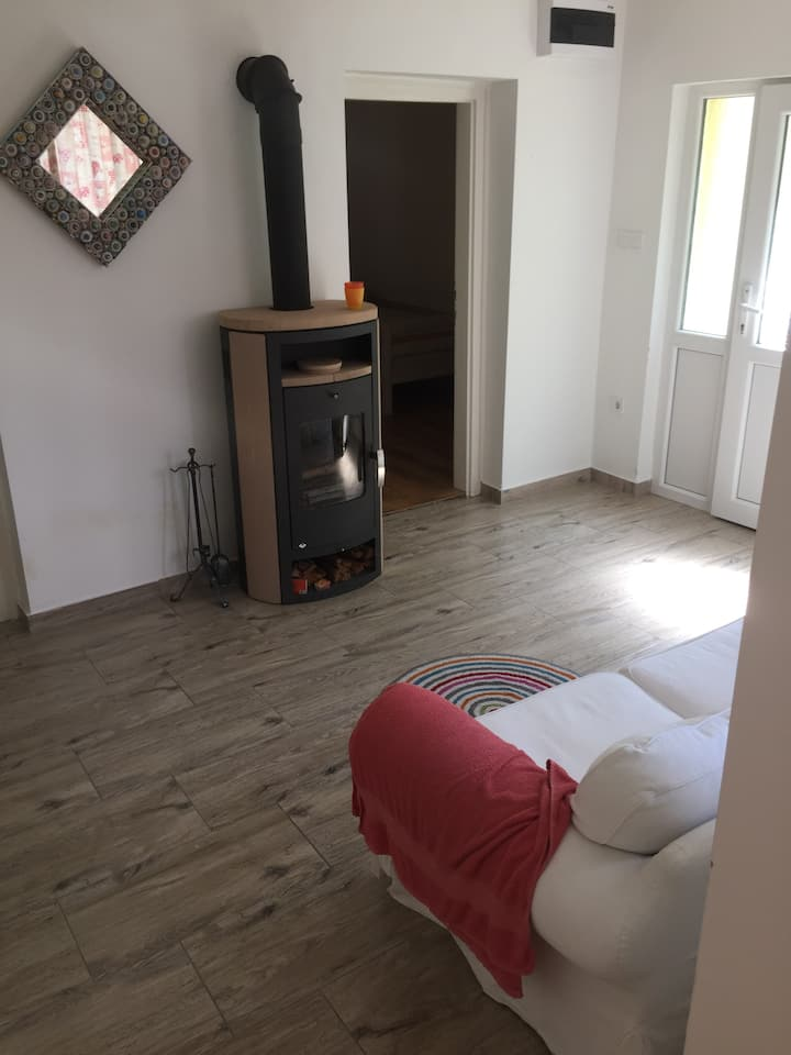 Entire house w. garden, 20m from Danube!