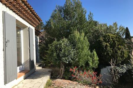Maison spacieuse avec piscine - Salon-de-Provence - Ház