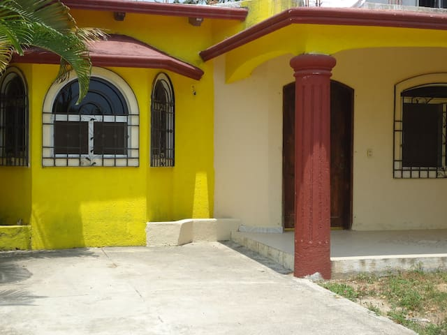 BUNGALOWS FOR RENT AND ONE HOUSE IN JALISCO MEXICO - Barra de Navidad - Gæstehus