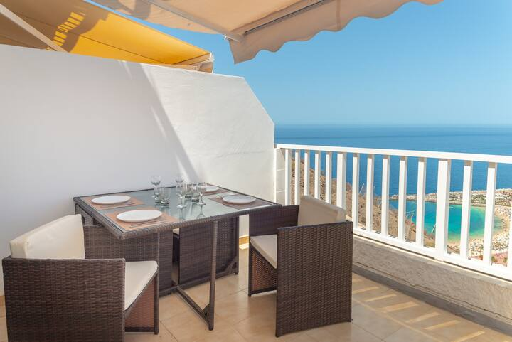 Amadores sea views and Wi-Fi pool II  by Lightbooking