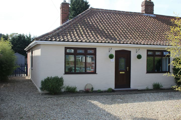 Modernised Bungalow in quiet residential area - Norwich - Casa