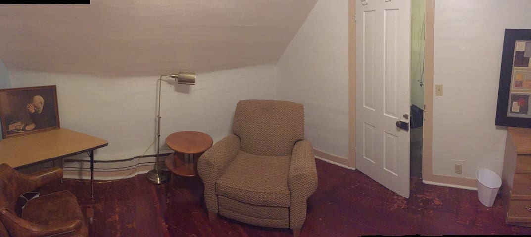 Large Room - lots of charecter - Greeley - Huoneisto