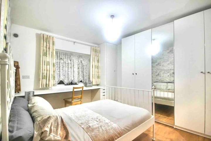 Cosy Private Double Bedroom