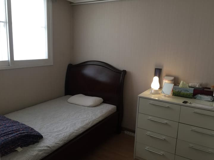 Min's Apartment: Cozy & clean Room